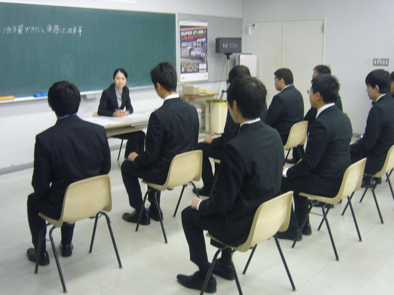 いよいよ就職試験シーズン到来!専門講師による就職指導で準備万端!!