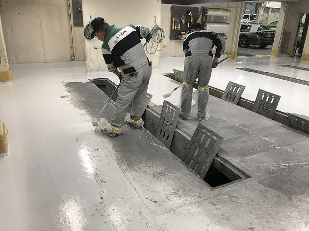 車体実習場の床塗り【その1】