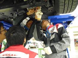 男山東中学校の皆さんが京都校で整備士体験